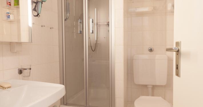 Das kleine Badezimmer in der Ferienwohnung Fiedler.